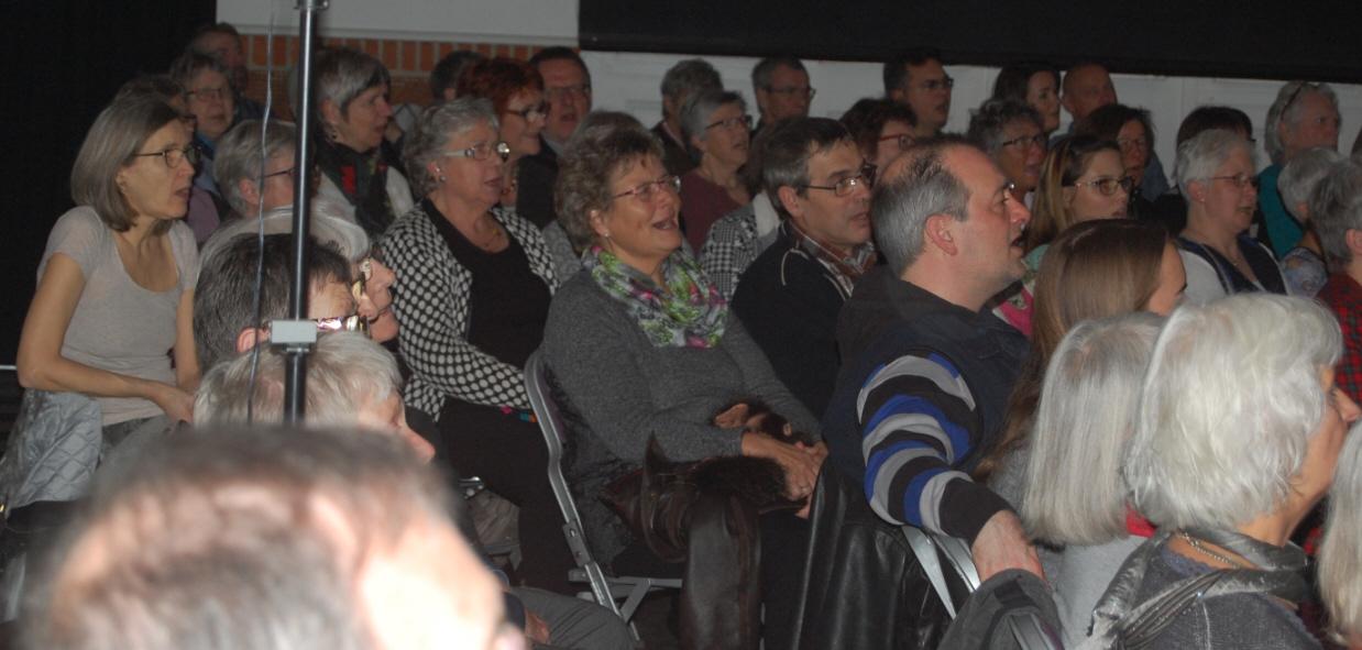 Også publikum sang godt med. Det var festligt